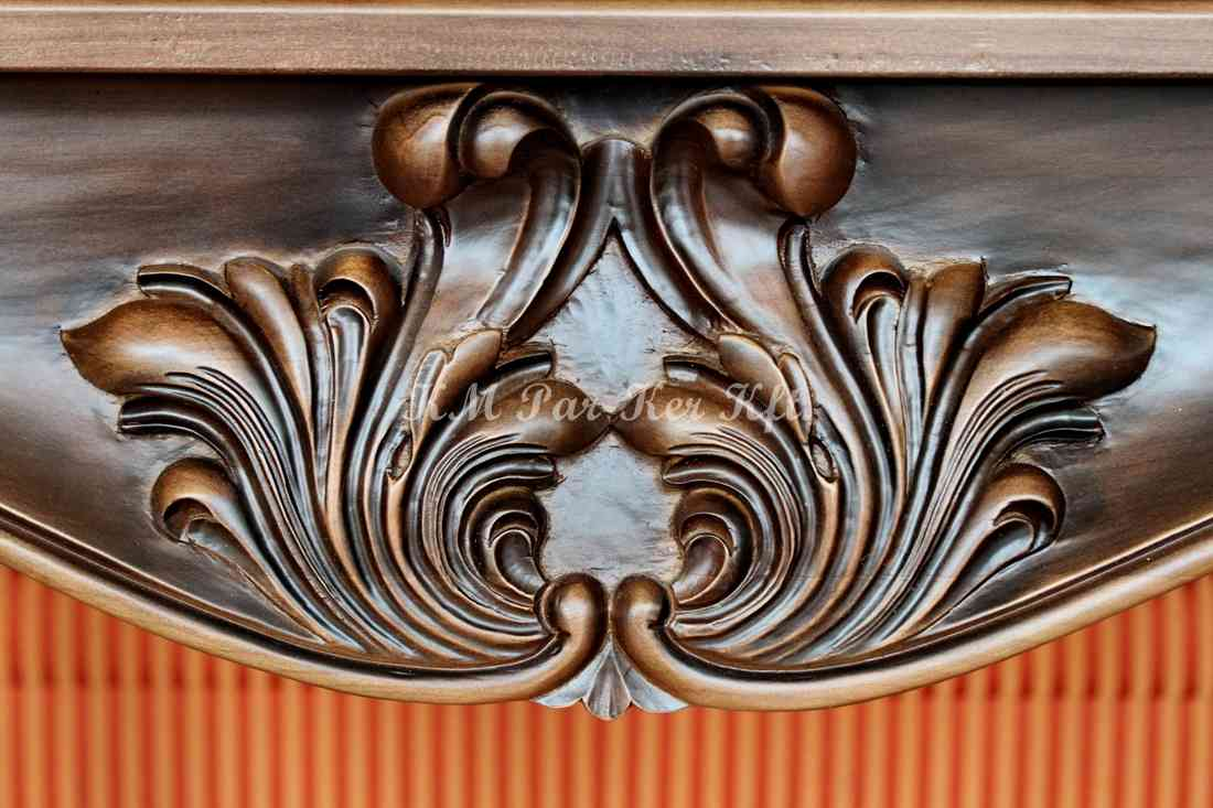 Geschnitzte Möbel 07, Tisch-Detail