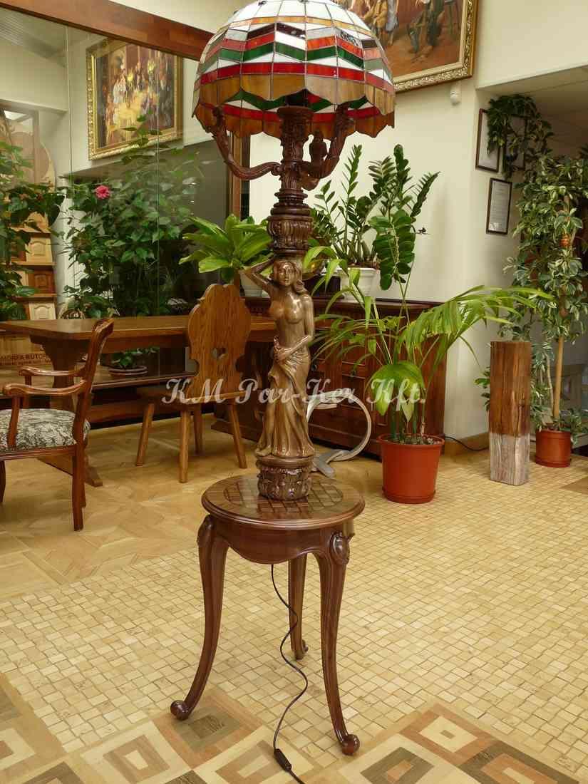 Geschnitzte Möbel 33, stehende Leselampe