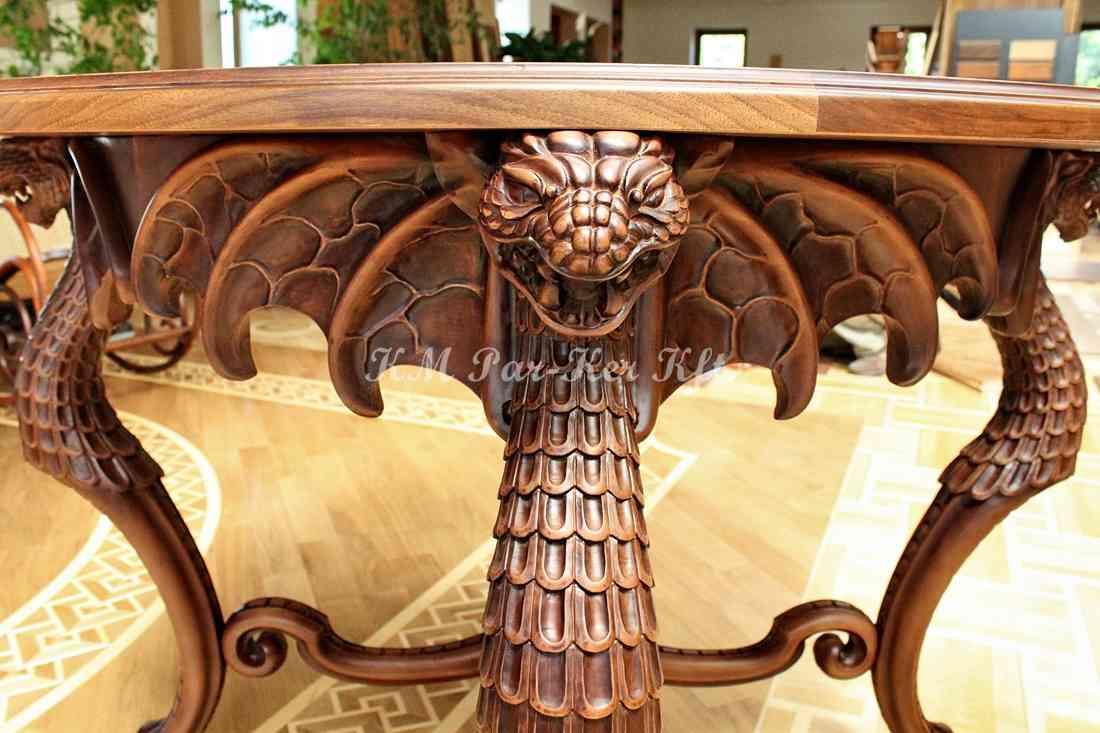 Handgeschnitzte Möbel 17, Drachentisch