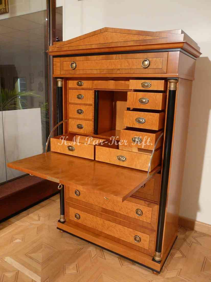Individuelle Möbel Herstellung 69, Sekreter, Vitrine
