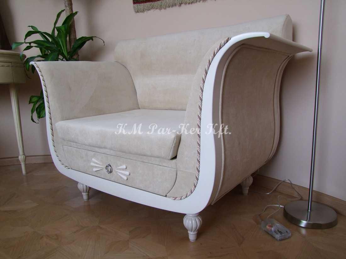 Individuelle Möbel Herstellung 85, Sessel mit Ablagefläche