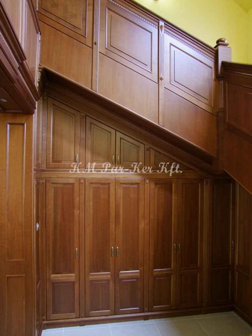 egyedi bútor 57, lépcső alatti beépített szekrény