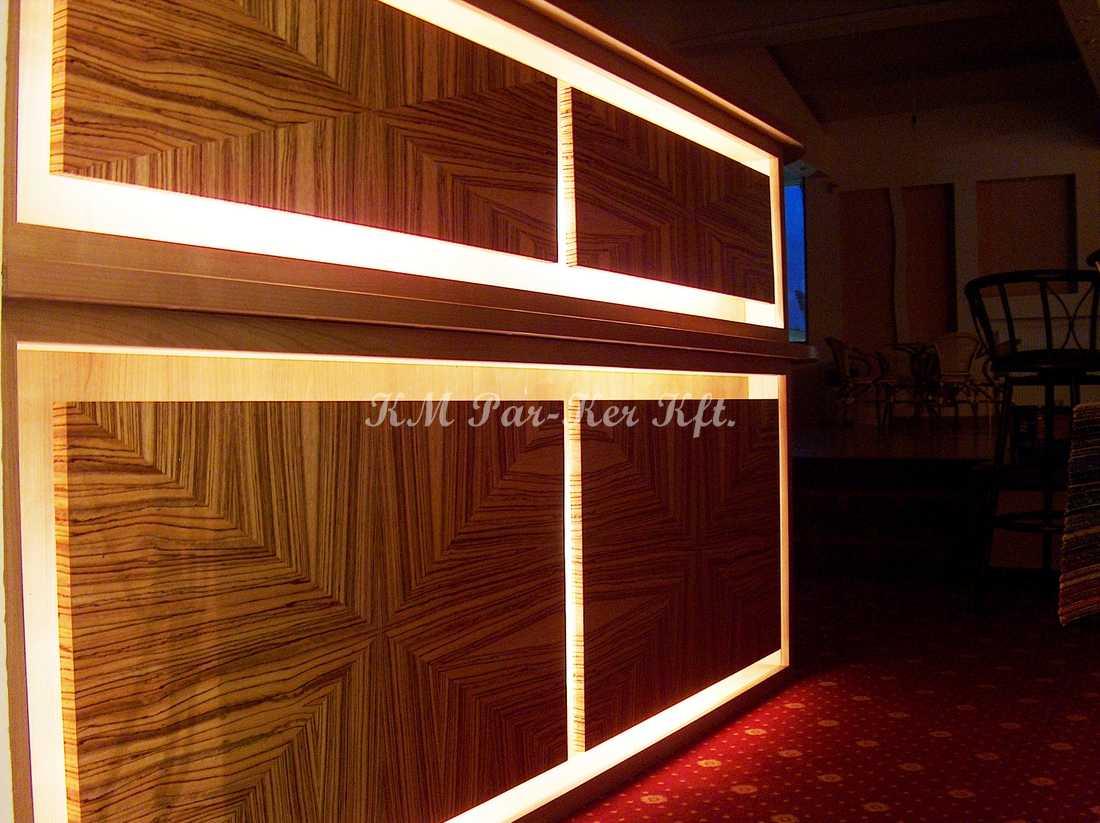 egyedi bútor 77, recepció pult világítással