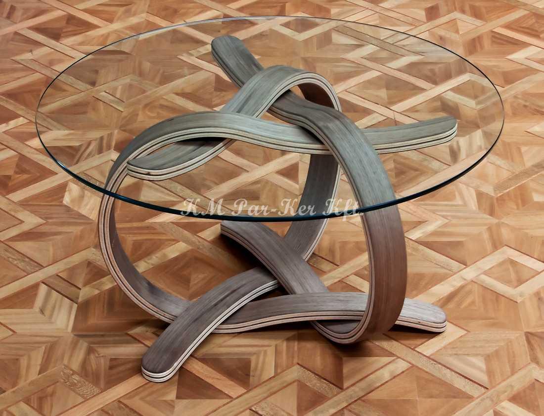 fabrication de meuble sur mesure 03, table basse avec surface verre à pied courbé en forme tressage