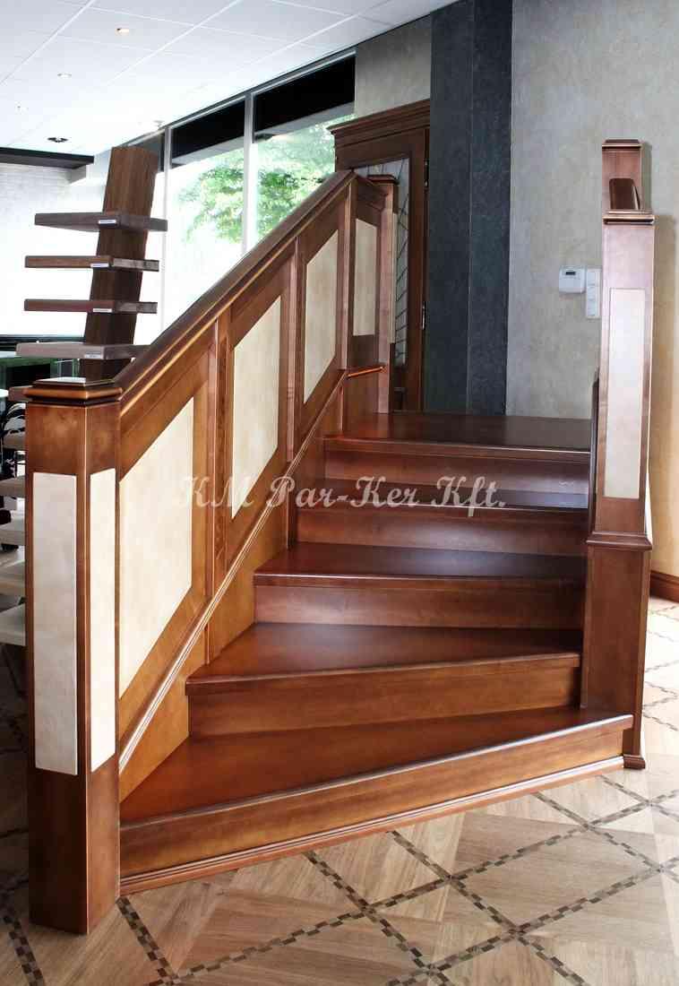 fa lépcső 03, pácolt juhar, bőrbetétes korlát