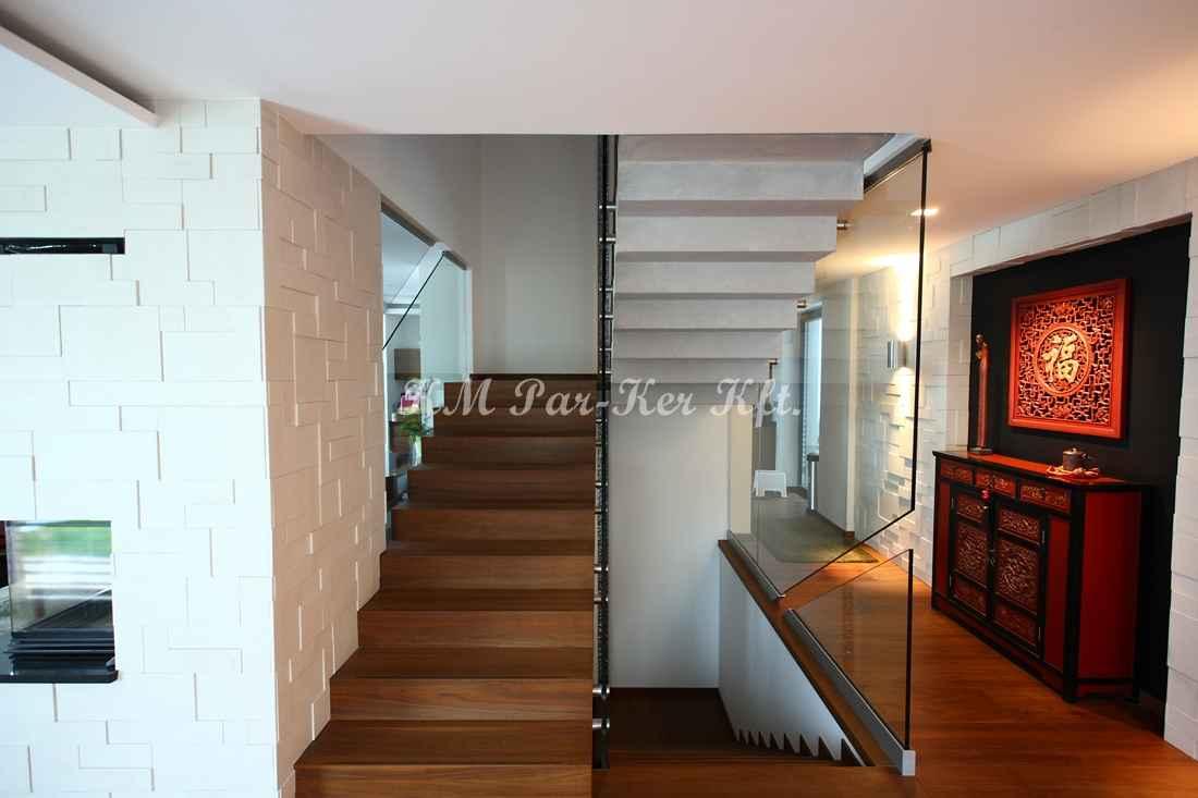 fa lépcső 05, dió üvegkorlát