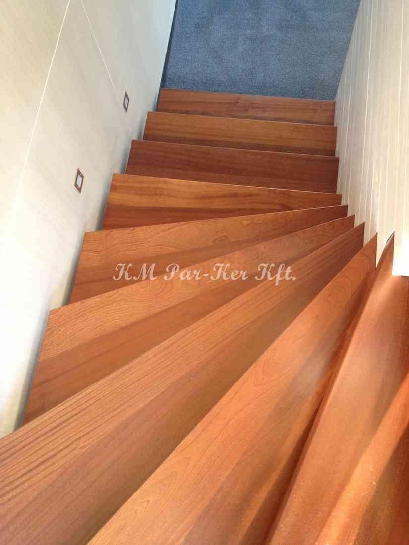 fa lépcső 22, fal közt futó húzott dió
