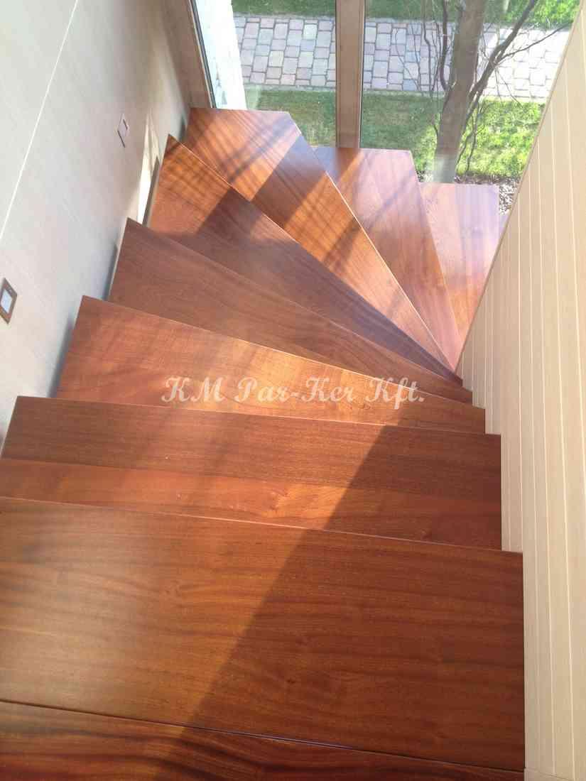 fa lépcső 23, fal közt futó húzott dió