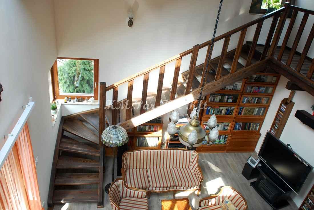 fa lépcső 33, antikolt fenyő galériával