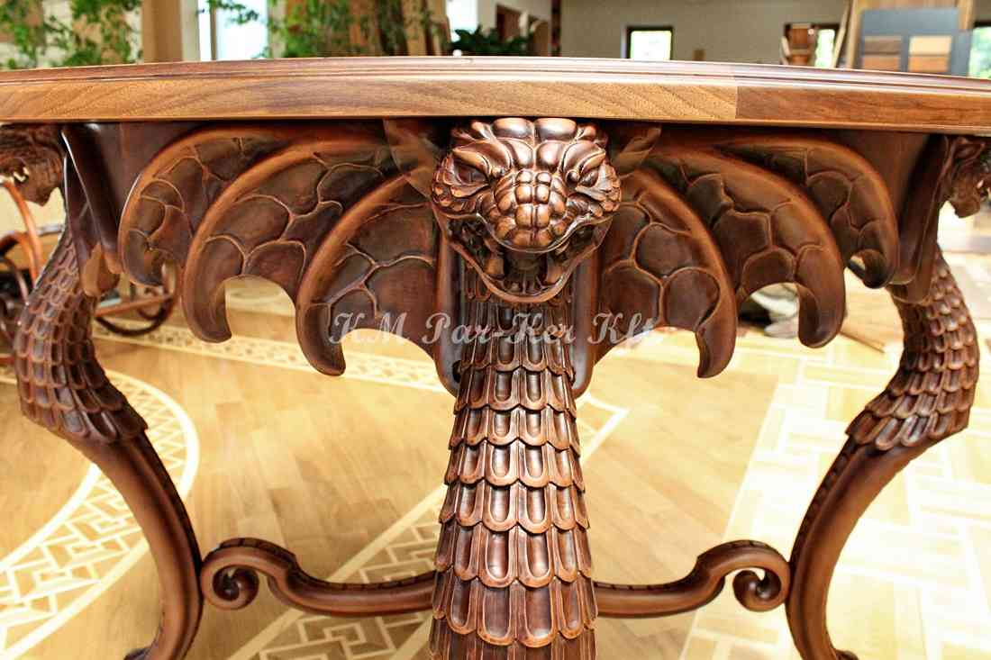 faragott bútor 17, sárkányos asztal