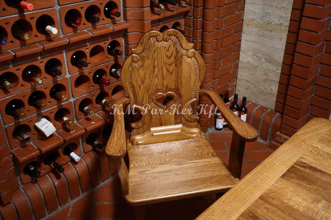 faragott bútor 39, szív szék
