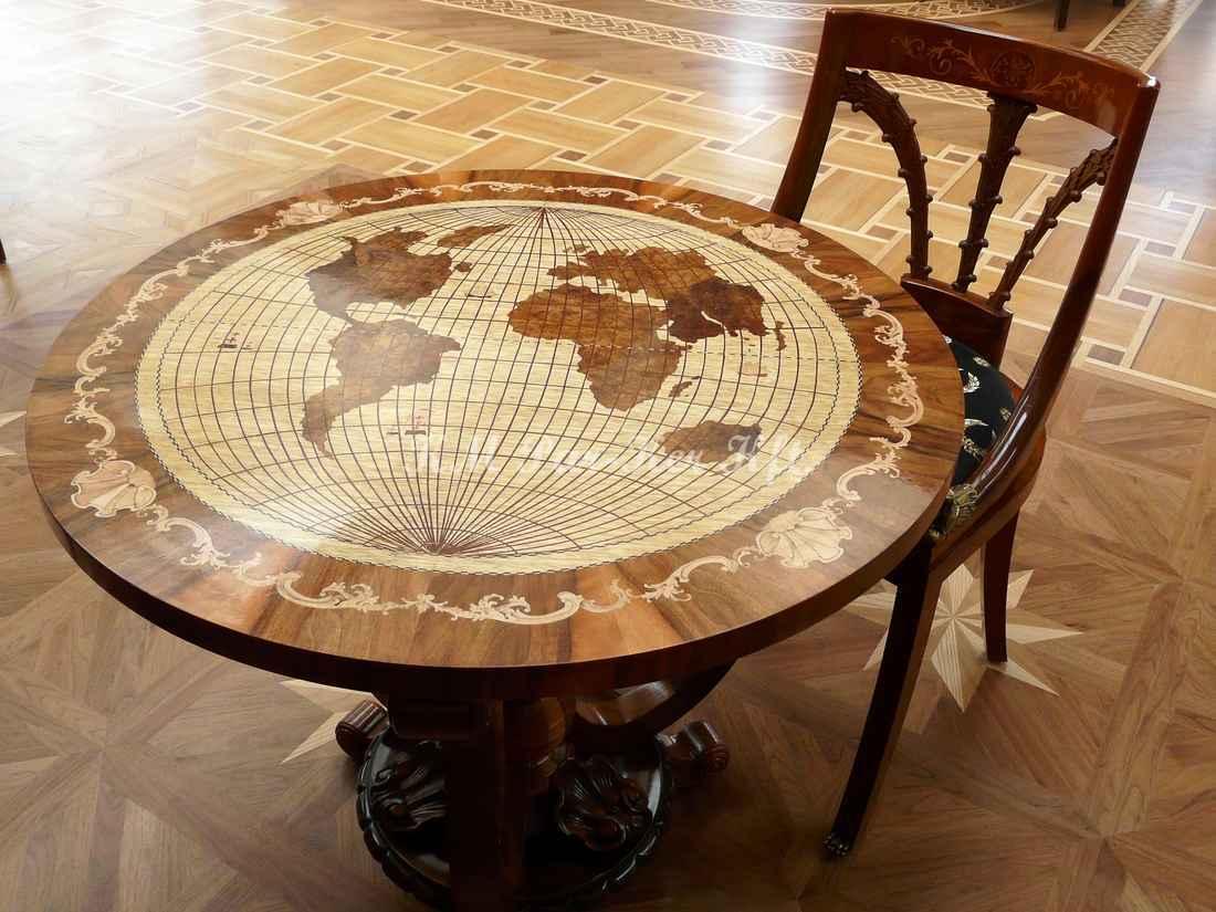 intarziás asztal, Földgömbös
