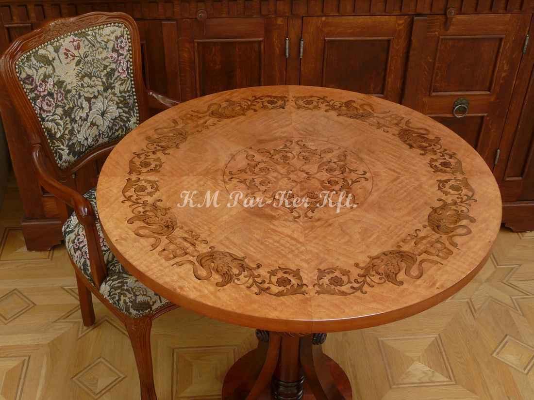 intarziás asztal, Hattyús