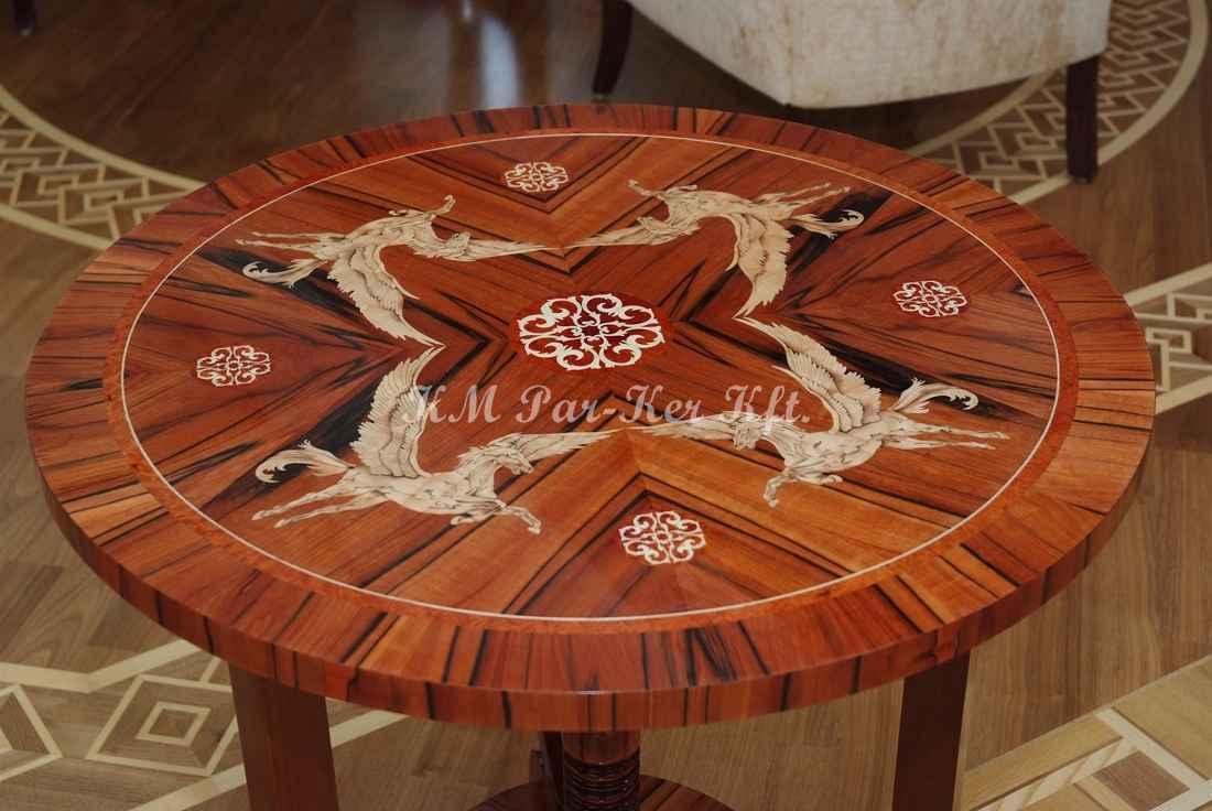 intarziás asztal, Pegazus