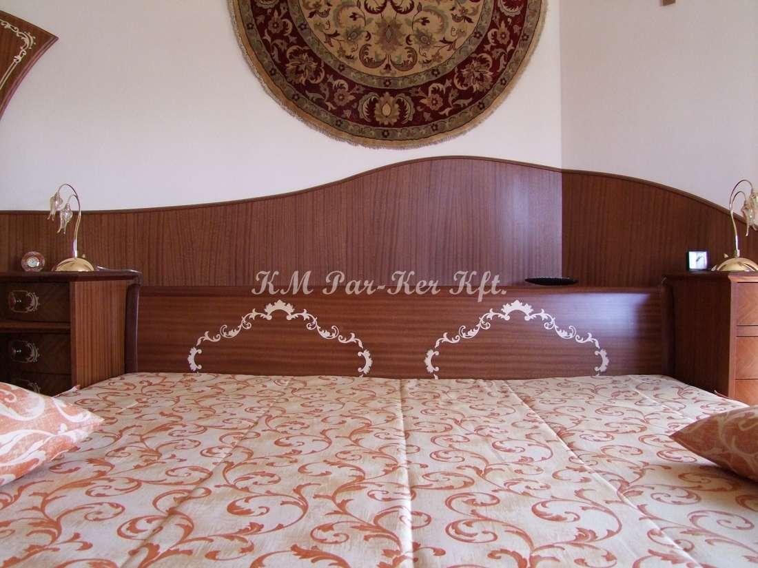 intarziás bútor 52, mahagóni ágy