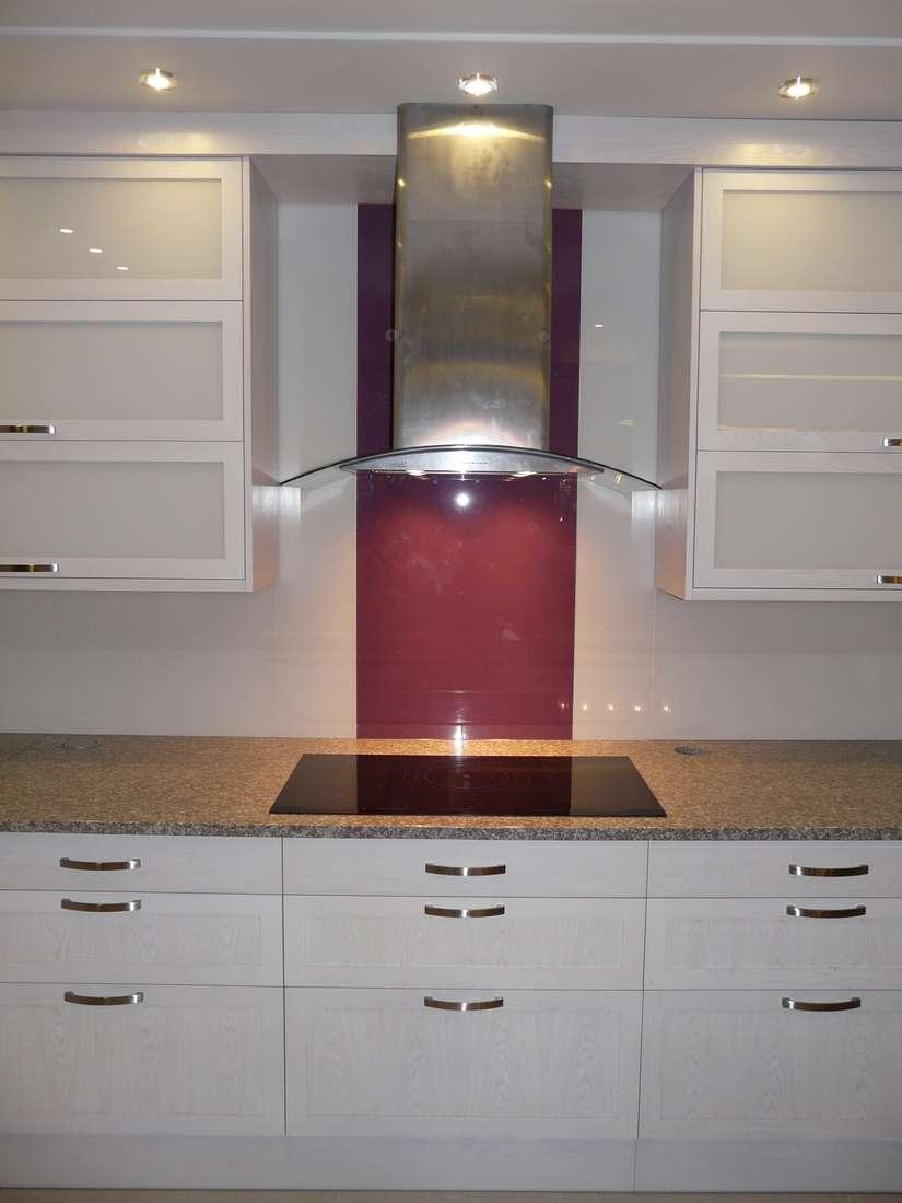 konyhabútor 17, magasfényű fehér konyhaszekrény