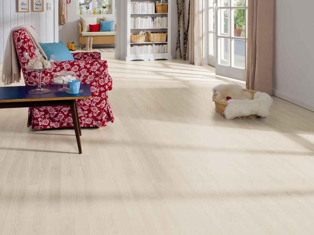 laminált padló 13, fehérített tölgy kutyásoknak