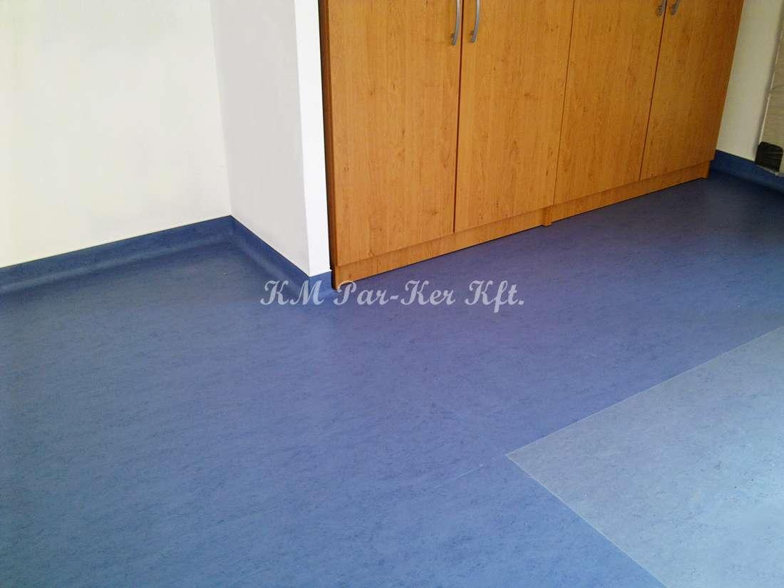 linóleum padló 16, hajlított lábazat
