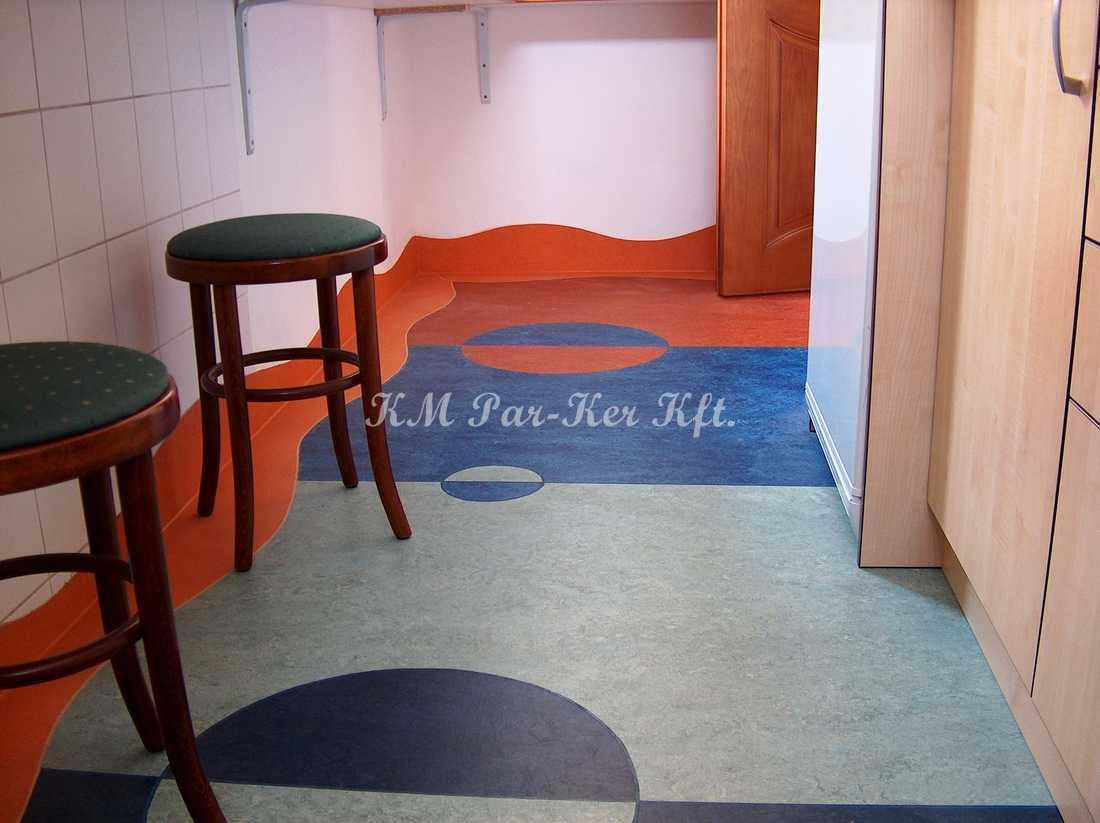 linóleum padló 34, mintás konyha, olcsó anyagból