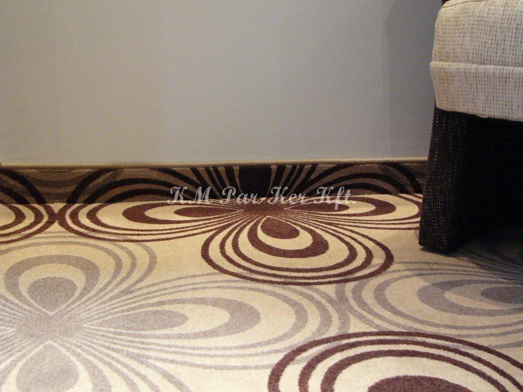 szőnyegpadló poliamid 55, saját lábazat