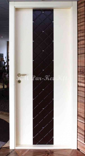 beltéri ajtó, nyílászáró, strasszköves, mart, festett MDF