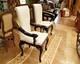 meuble sculpté 89, chaises salle à manger en cuir
