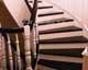 fa lépcső 12, pácolt tölgy, festett korlát