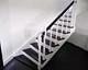 fa lépcső 29, festett babás korlát