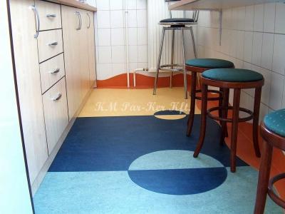linóleum padló 14, mintás konyha, olcsó anyagból